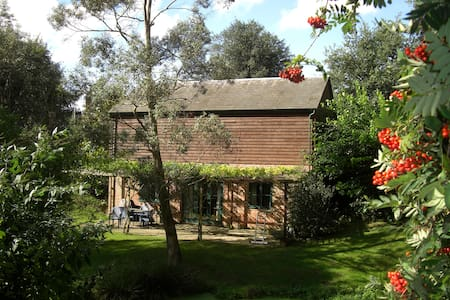 Idyllic rural retreat, lake edge - Casa