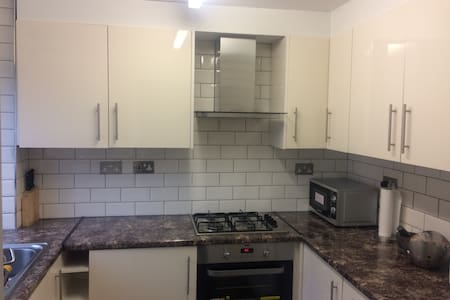 Cosy Room in a  Clean and Tidy House - Watford