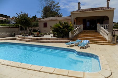 Three double-room villa with pool and big garden - Tourbes - Huvila