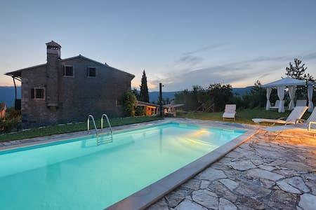 PERFECT PRIVATE ESCAPE AND HIDEAWAY - Villa