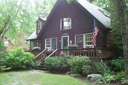 Quaint and cozy NH  log cabin - Casa