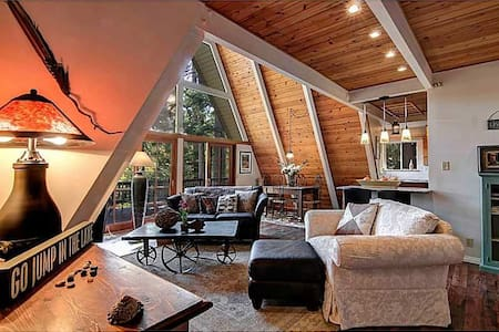 STROLL TO LAKE & VILLAGE - Lake Arrowhead - House