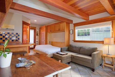 Macaulay Point Guest House
