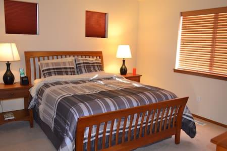 Cozy Private Master Bed & Bath - Casa