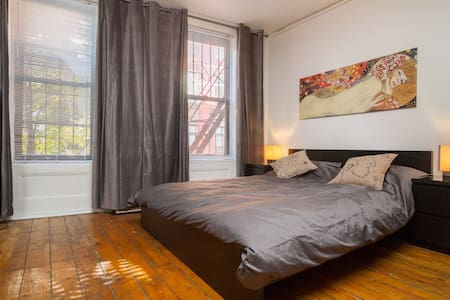 ★HUGE beautiful E. Villager 2nd Av★ - New York - Appartement
