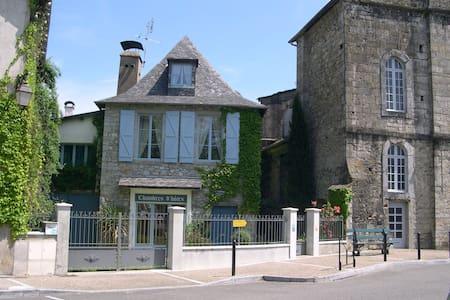 B&B au coeur du quartier médiéval  - Oloron-Sainte-Marie