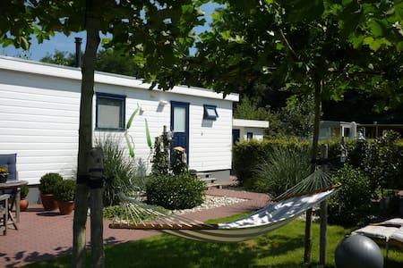 Sfeevol ingericht en prachtige tuin - Chalet