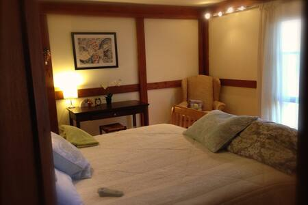 Room type: Private room Bed type: Real Bed Property type: Bed & Breakfast Accommodates: 2 Bedrooms: 1 Bathrooms: 2