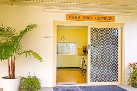 Kars Cosy Cottage: Private, Continental Breakfast. - Wodonga