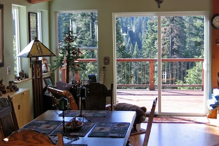 Cabin in the Giant Sequoias - Cabane
