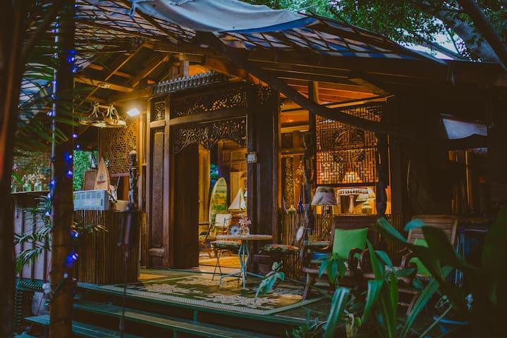 Kealakekua Bay Bali Cottage -steps from Bay - Casa sull'albero