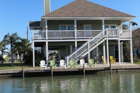 Reel Paradise - House