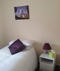 Ideal SNGL Bedroom - WiFi&Breakfast - Pousada