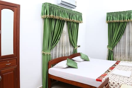 A/C Room-Walking Distance to Beach