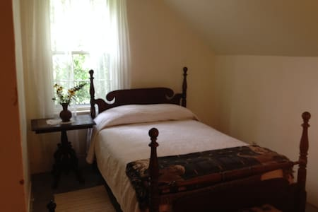 Two private rooms, sleeps 4 - Haus