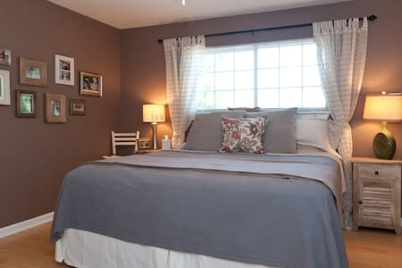 Comfy Master Suite w King Size Bed!