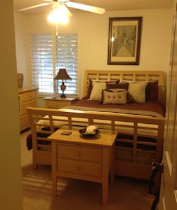 Room type: Private room Property type: House Accommodates: 6 Bedrooms: 1 Bathrooms: 1