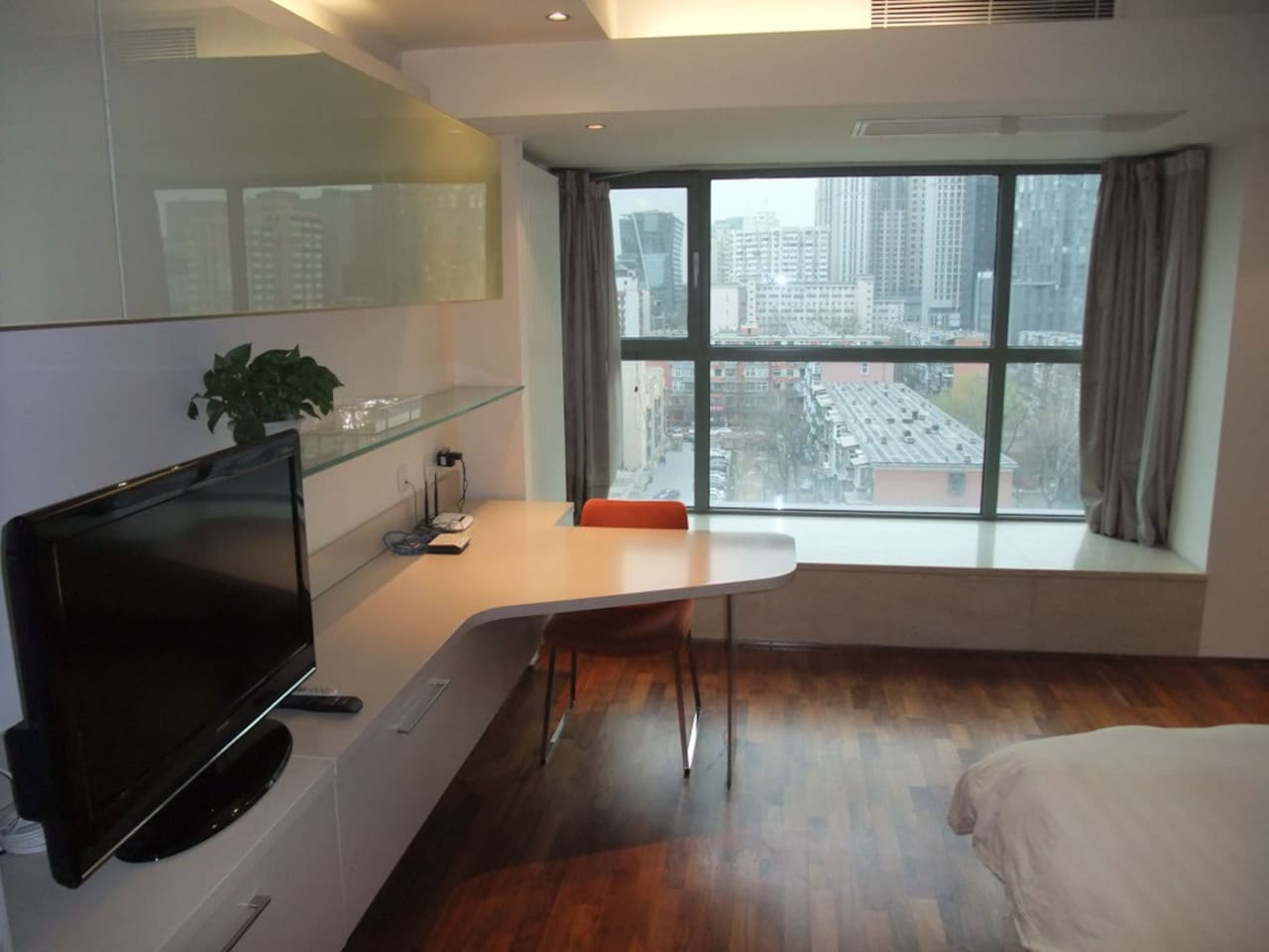 High-floor downtown studio #4