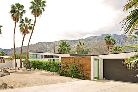 Mid Century Modern Home with Pool - Palm Springs