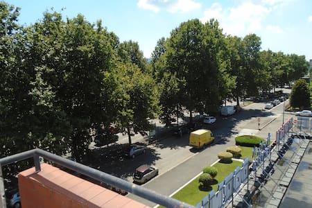 appartamento soleggiato 3 piano con ascens traspar - Apartment