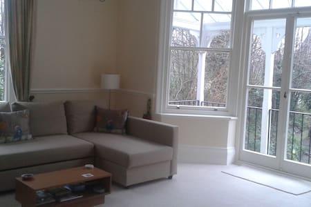 Near Pantiles Grnd Flr bright flat - Royal Tunbridge Wells - Appartement