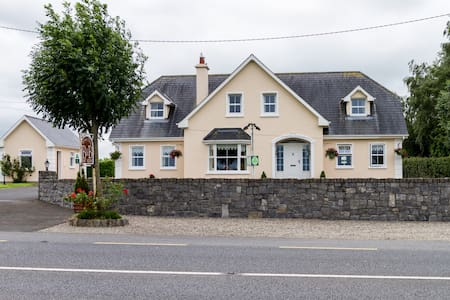 A Modern B&B with a warm welcome!! - Nenagh