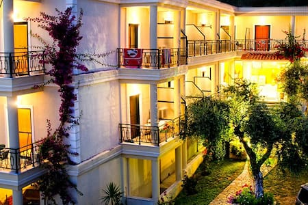 Hotel Loukas & Apartments - Bed & Breakfast