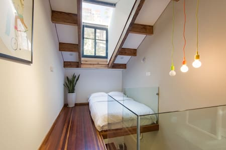 Room type: Entire home/apt Bed type: Futon Property type: House Accommodates: 2 Bedrooms: 1 Bathrooms: 1