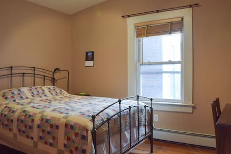 Spacious, welcoming, Yale! Rm #1 - New Haven - Apartment