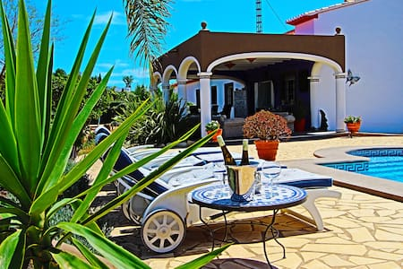 Private Country house Denia for max. 12 people - Huvila