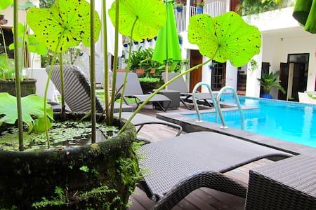 Room Komodo in Tiga Lima Homestay - Yogyakarta - Bed & Breakfast