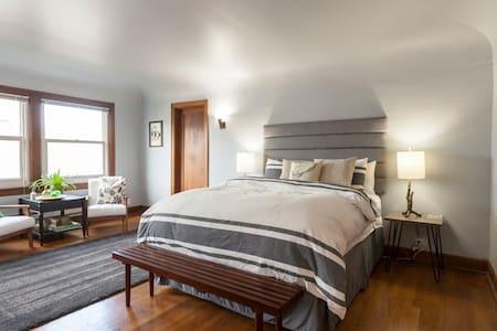 Stylish Studio - Perfect Location!! - Tacoma - Apartamento