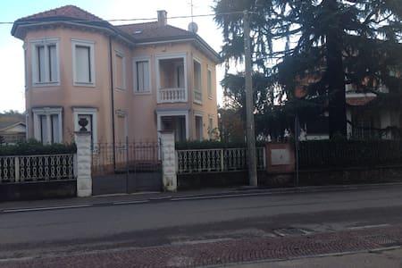villa liberty fine 1800 - Castronno - Bed & Breakfast