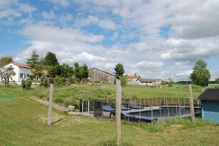 Countryside holiday home with pool - Dům