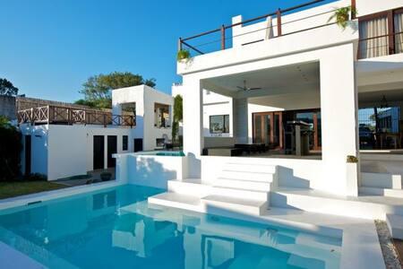 Nice room in super villa