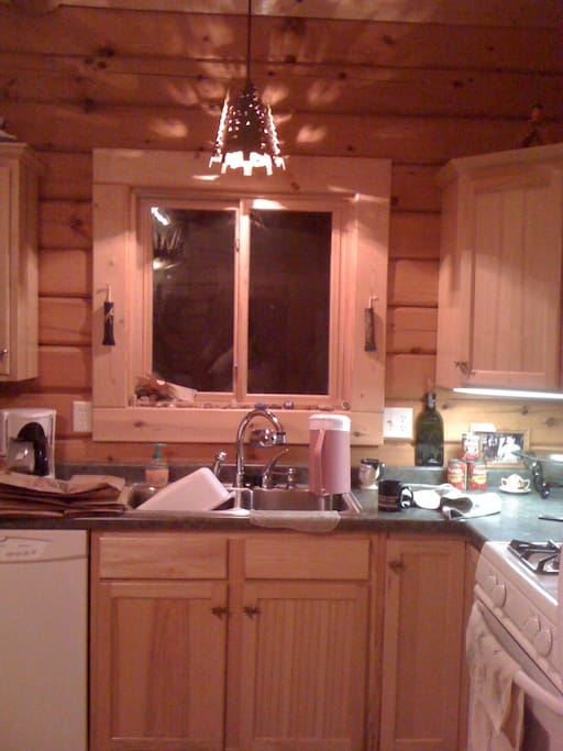 Fully stocked kitchen with all Amana appliances just like home...