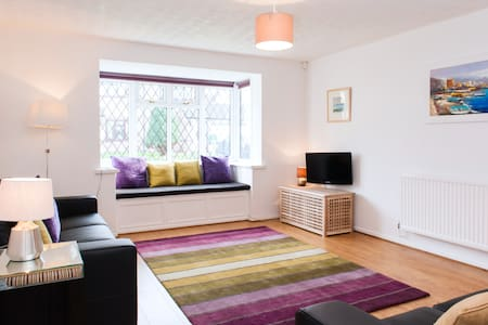 Modern two bed in quiet setting - Cardiff