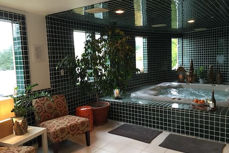 Private Spa Suite on secluded and gated estate - Бодега-Бэй - Гостевой дом