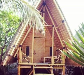 Bale Kampung-Bamboo 2 - Bed & Breakfast