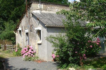 gite au calme près des chateaux - La Chapelle-aux-Naux - Huis