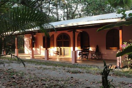 Tropical Costa Rica Beach House - Ház