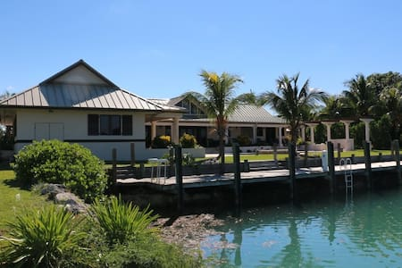 Luxury 5 Bedroom Waterfront Villa - West End - Talo