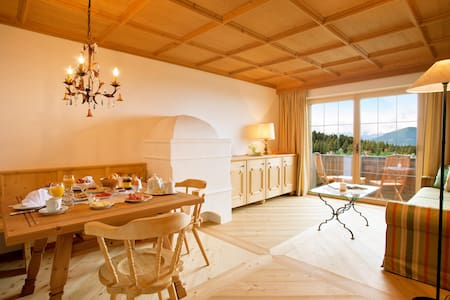 Traditionelles, heimeliges Hotel - Seefeld/Mösern - Bed & Breakfast