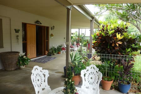 Home with a pool, close to beach - Bowen - Dom