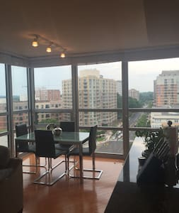Downtown Silver Spring Room/Private Bath near DC! - Silver Spring - Apartment
