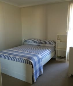 Close to Brisbane - Double Bed - Radhus