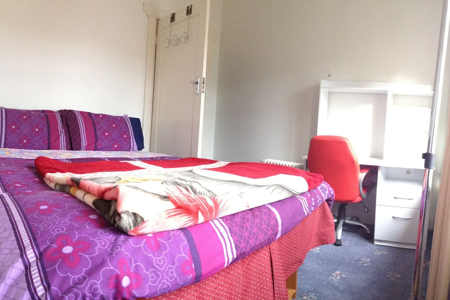 Private Lockable Room D with Comfy Queen Bed  & Mt Wellington View