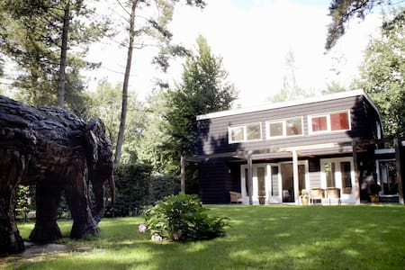 Forest house 'The Helping Elephant' - Casa
