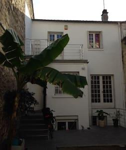 joli studio 20 m2 à 5mn de Paris - Apartment