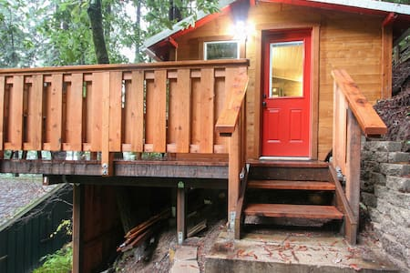 Redwood Forest Micro-Cottage - 小屋